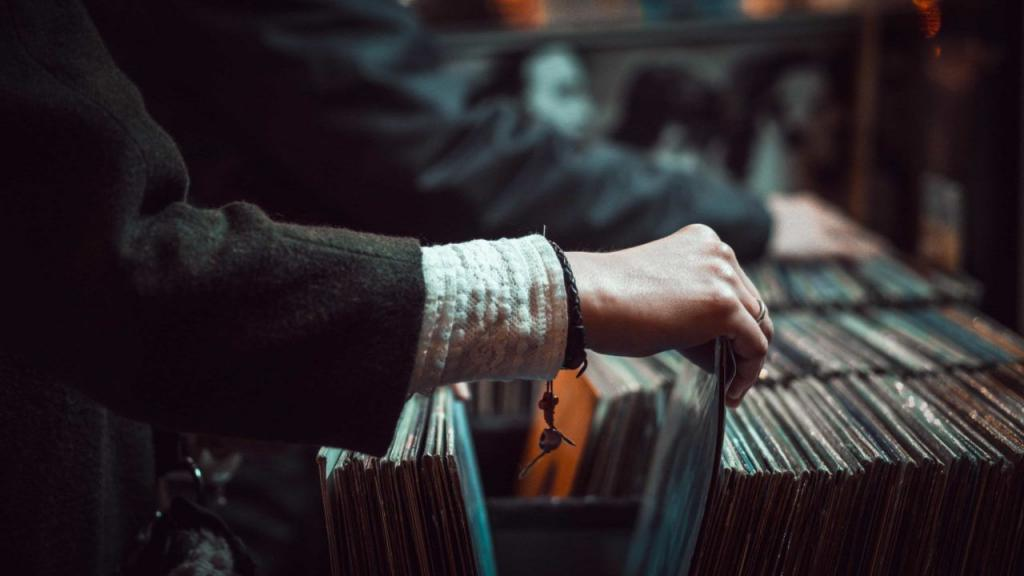 QRATES Vinyl
