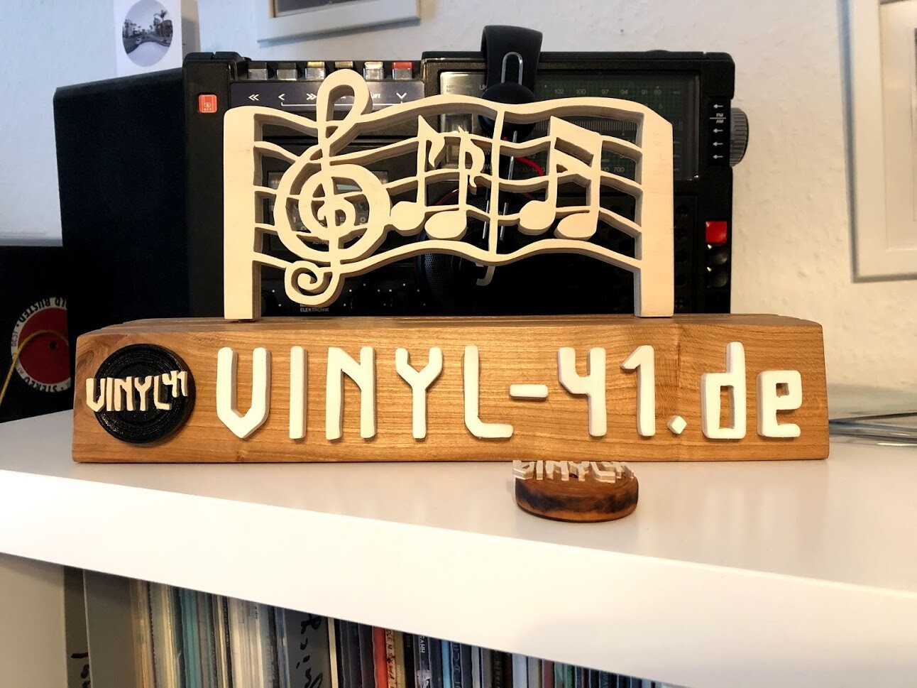 Schallplattenständer aus Holz