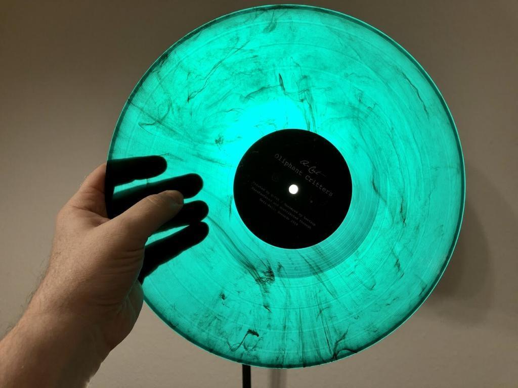 q-cut-oliphant-critters-dezi-belle-vinyl